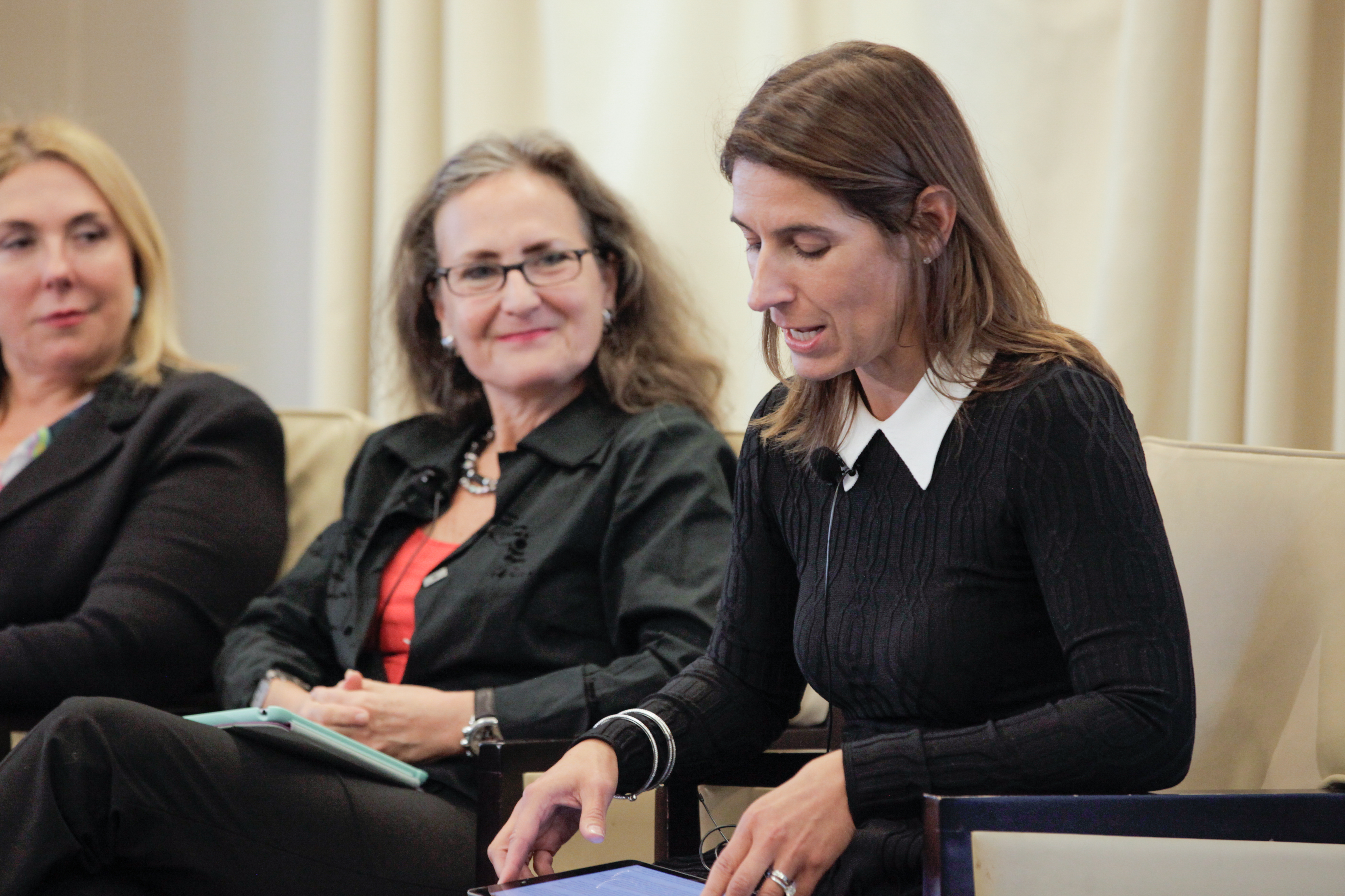 ISA board member Tracie Grella (AIG), at right, and Andrea Bonime-Blanc, CEO of GEC Risk Advisory, during a panel discussion of the ISA 15th Anniversary Conference